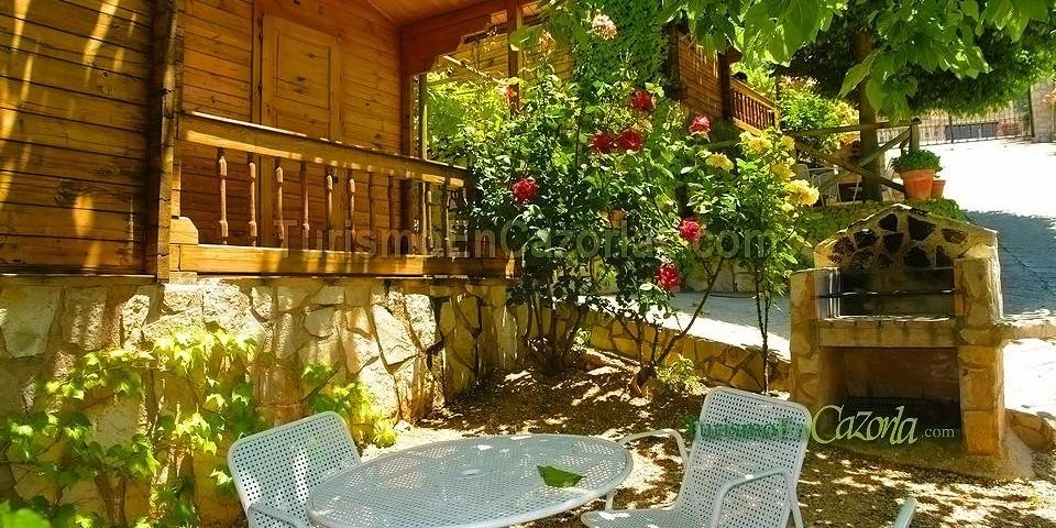 Caba as de madera el cerrillo casa rural en burunchel la for Oferta cabanas de madera