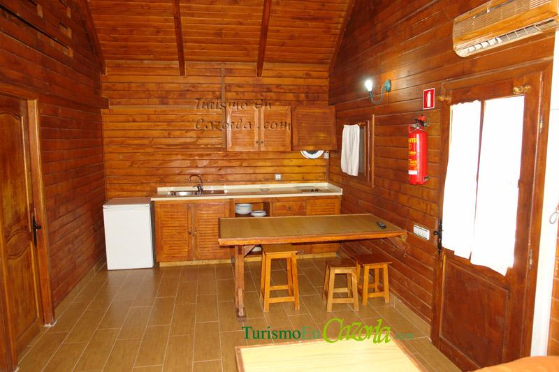 Caba as de madera los enebros casa rural en arroyo fr o - Casas de madera por dentro ...