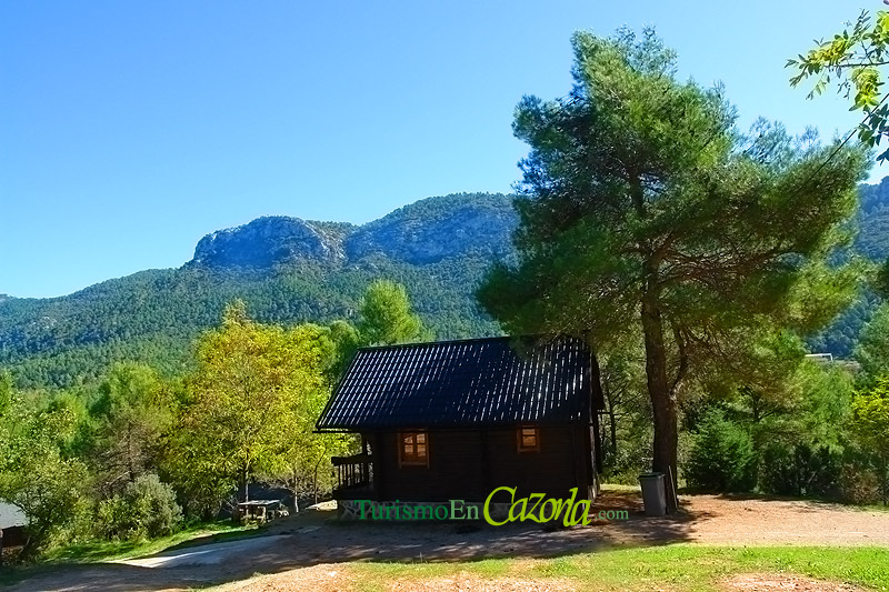Caba as de madera los enebros casa rural en arroyo fr o - Casas rurales de madera ...